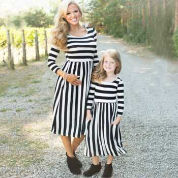 2017 Family Matching Outfits Mother and Daughter Sun Dresses Striped Elegant Mom Baby Girls Clothes for Kids Mommy and Me Set